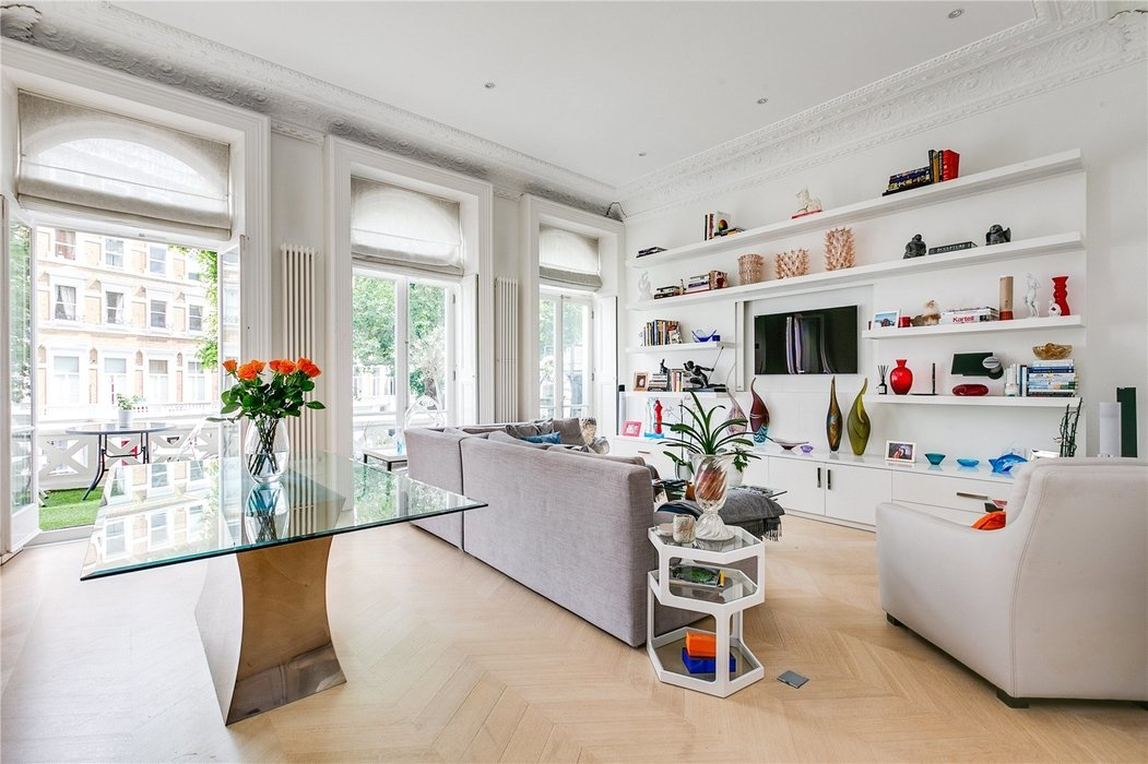 2 bedroom Flat for sale in South Kensington,London - Image 1