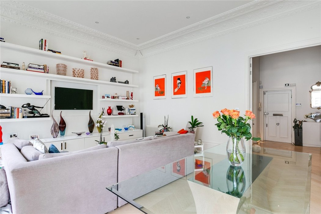 2 bedroom Flat for sale in South Kensington,London - Image 3