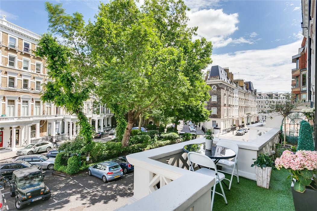 2 bedroom Flat for sale in South Kensington,London - Image 4