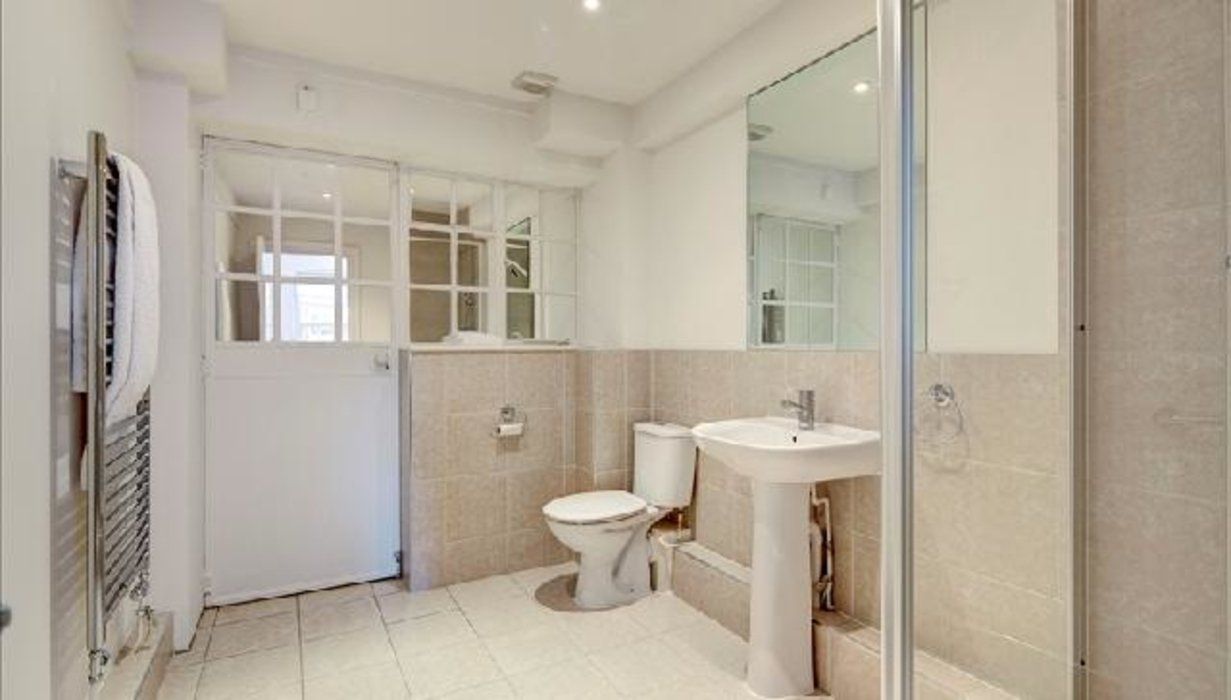 2 bedroom Flat to let in Chelsea,London - Image 5