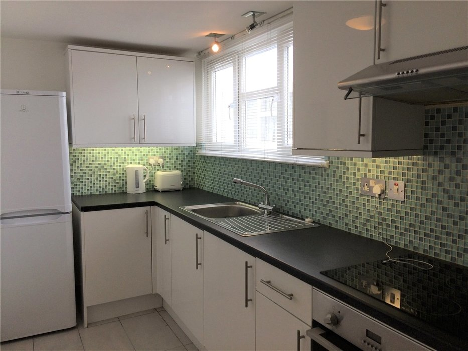 1 bedroom Flat to let in Fulham,London - Image 2