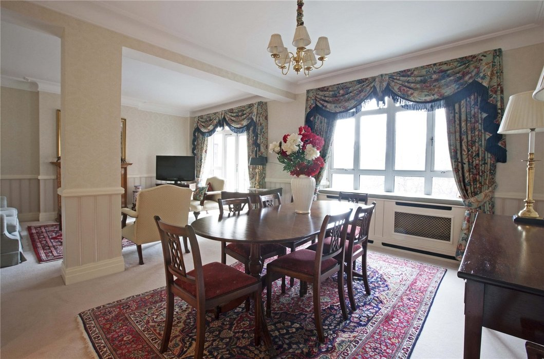 2 bedroom Flat to let in Mayfair,London - Image 3